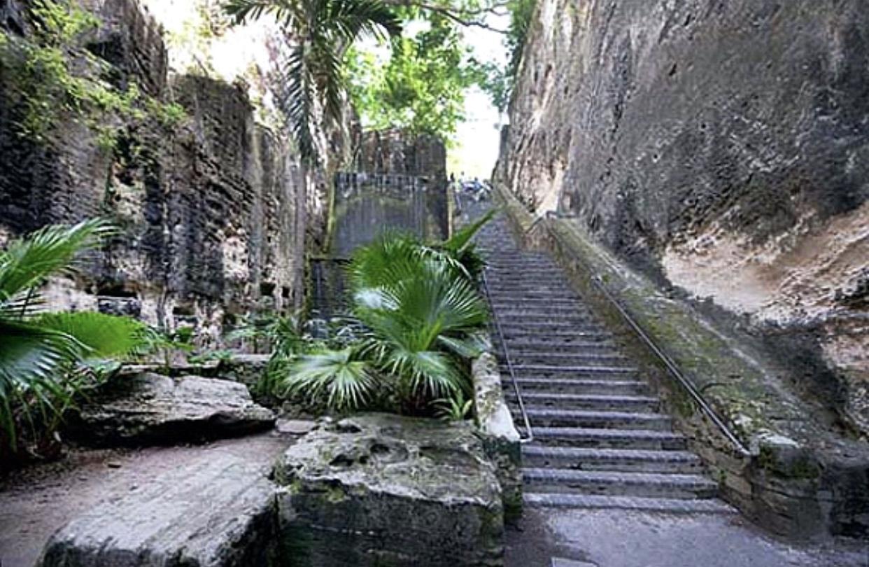 Nassau - Queens Staircase