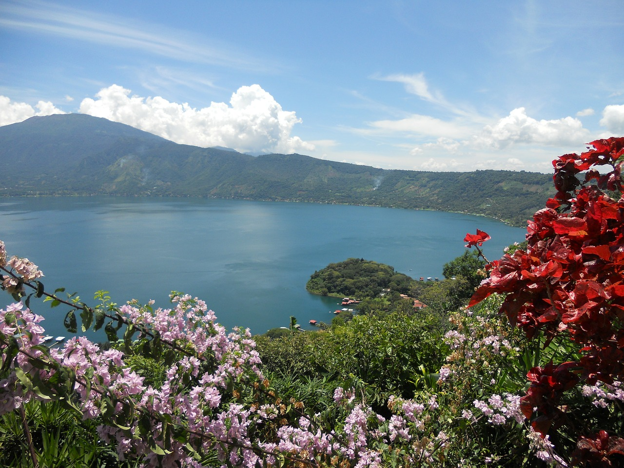 Coatepeque lake