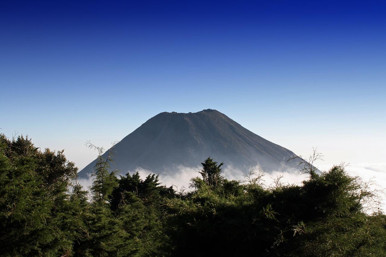 El Salvador - Volcano