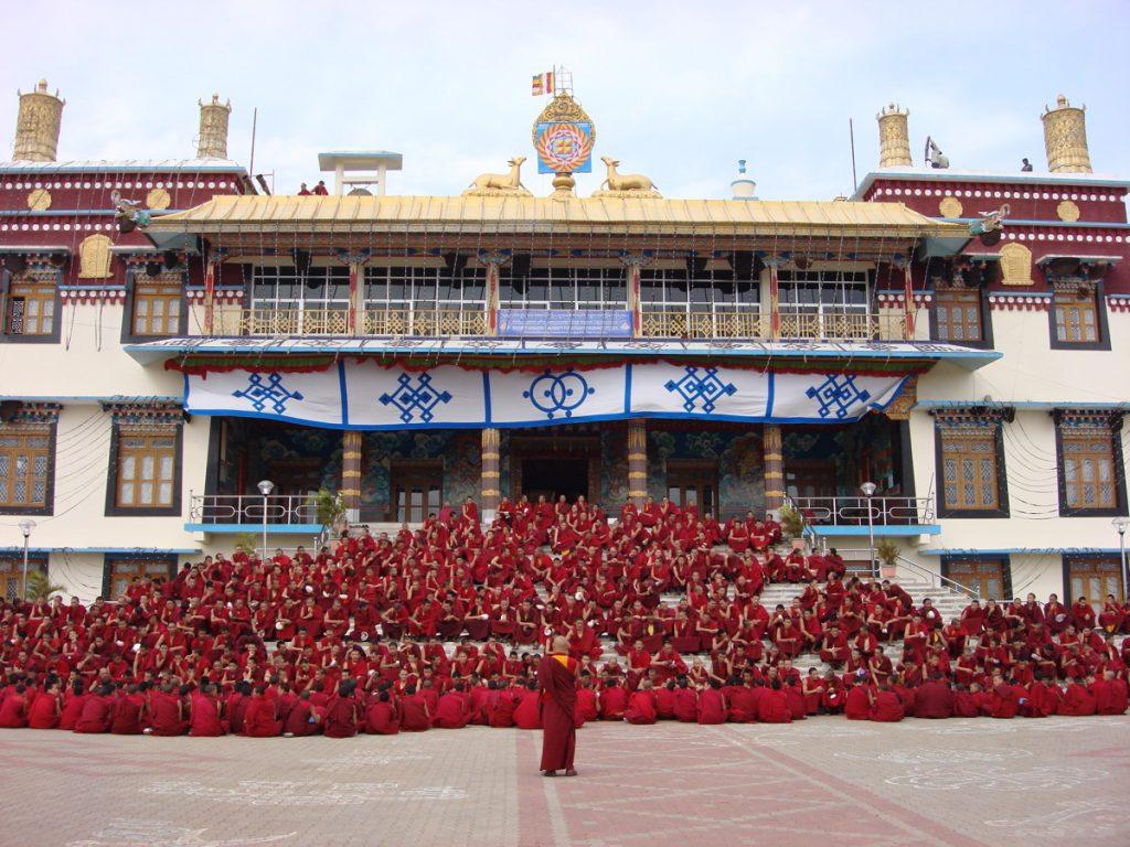 Lhas temple monks